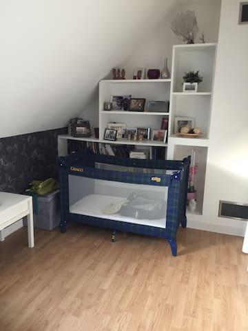 Chambre indépendante très calme - Saint-Cyr-sur-Morin - Rumah