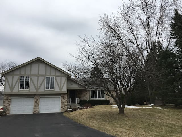 4BD 2.5 BA entire home 15 min away from Erin Hills - Oconomowoc - บ้าน