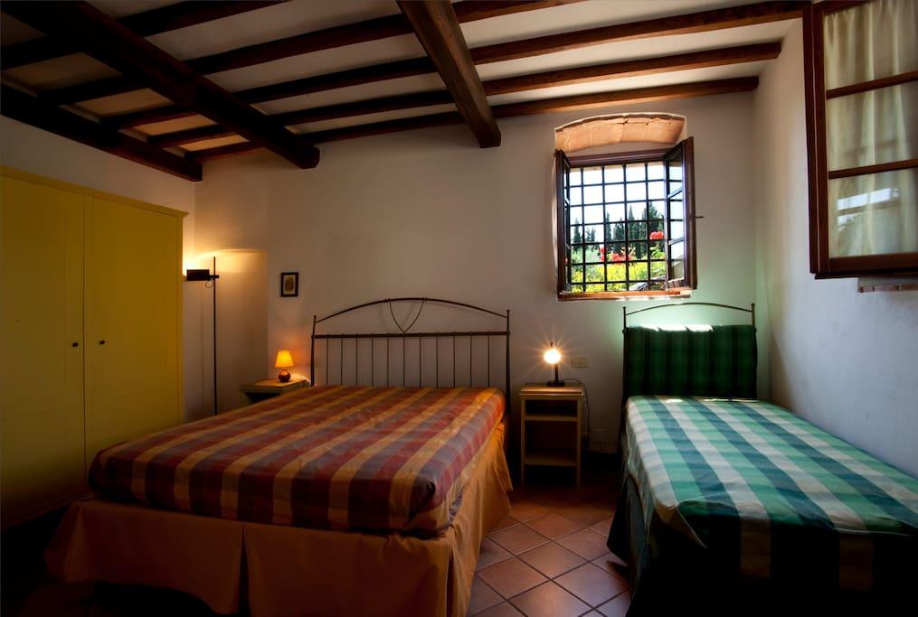 La Camera Tripla con letto matrimoniale e letto singolo.