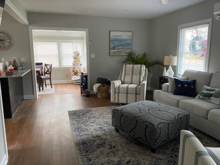 Beautiful Renovated Home, Perfect Getaway!
