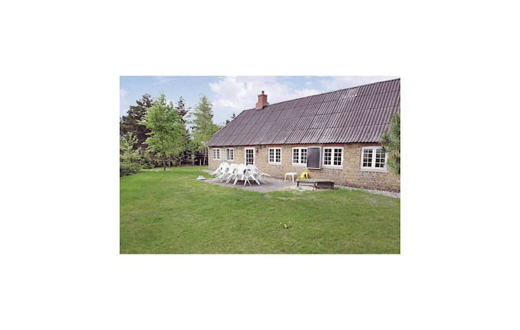 Holiday cottage with 6 bedrooms on 221 m²
