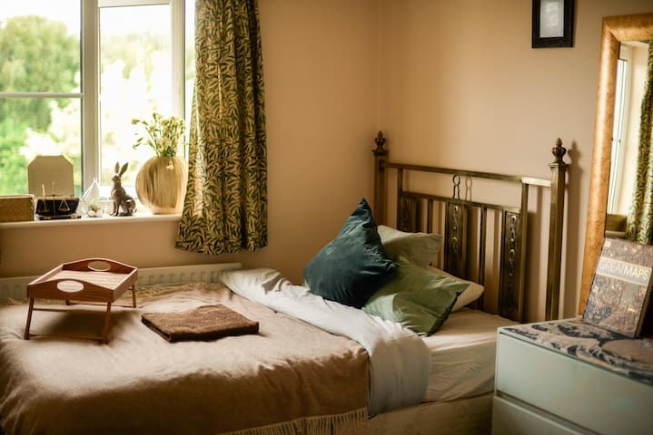 Artistic and cozy room in central Oxford!