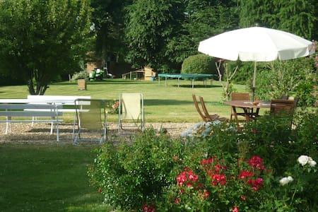Guesthouse near Paris - Les Essarts-le-Roi - Casa