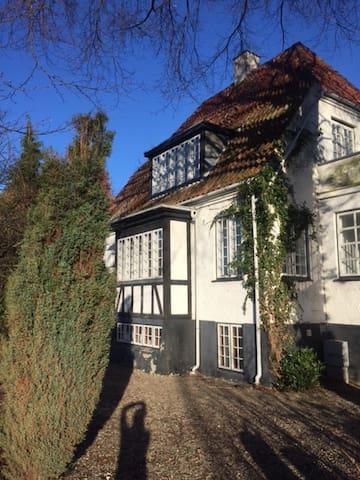 Beautiful villa close to Copenhagen - Gentofte - Ev