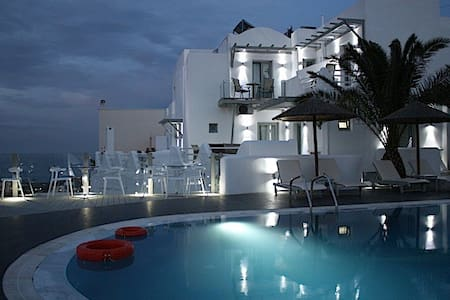 Rena's Suites simple elegant boutique hotel inFira - Fira