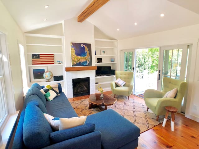 Beautifully Renovated House w/ Spectacular Garden!