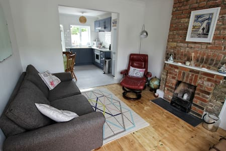 Gracie Cottage ~ sleeps 4 ~ free parking - Whitstable - Dům