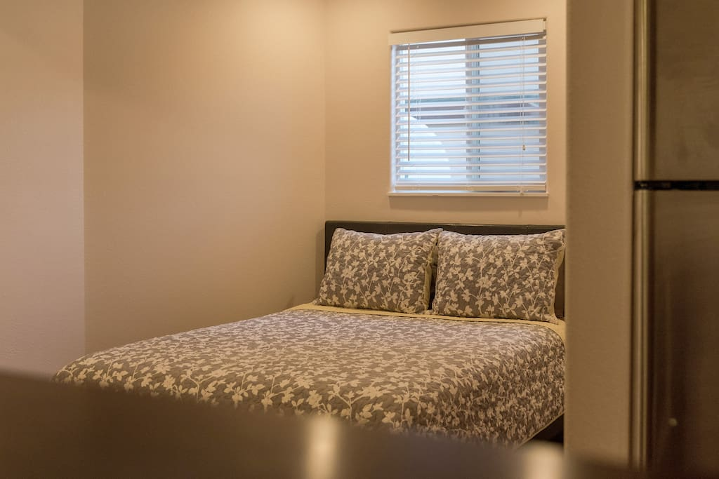 Queen size bed.