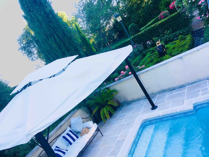CHATEAU, ENSUITE BEDROOMS, POOL,  BEACH, MAID SVC