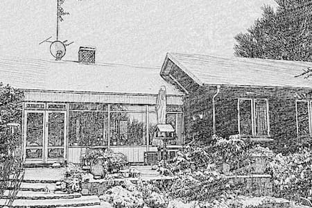Hus med stor have og 3 katte - Ølstykke