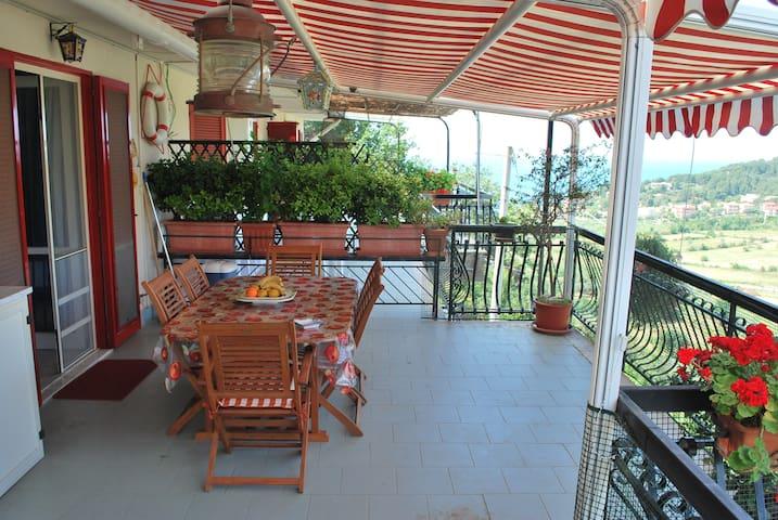 Parco Pineta Appartamento Panoramico con terrazza