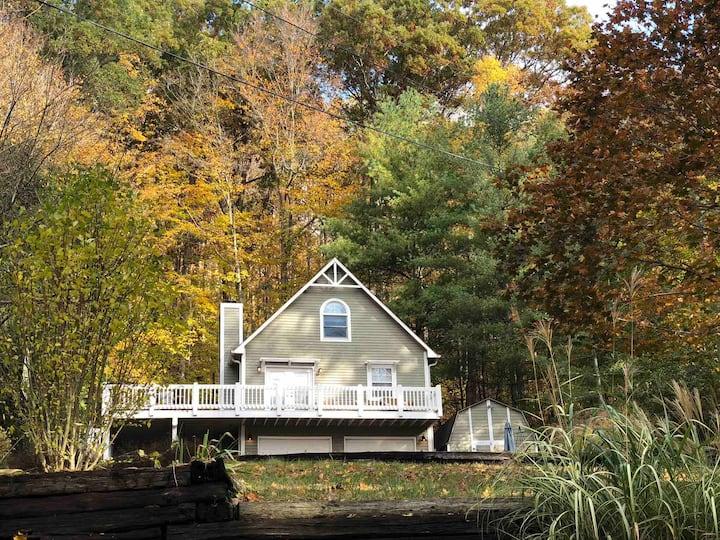 Lake home with dock near BTOWN/Nashville