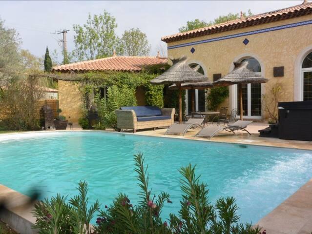 LA CRAU Belle villa luxueuse piscine et spa - La Crau - Casa