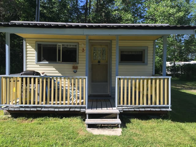 Cozy Cottage in Family Campground - Wiarton - Stuga