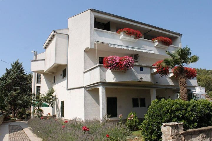 Two bedroom apartment with terrace and sea view Dobropoljana, Pašman (A-8312-b) - Dobropoljana - Flat