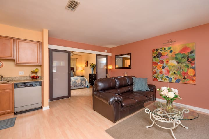 Downtown Tampa, fully furnished, all equipped