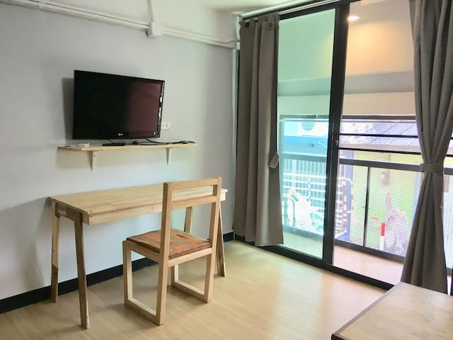 Cozy City Loft walkable to Surasak BTS Station