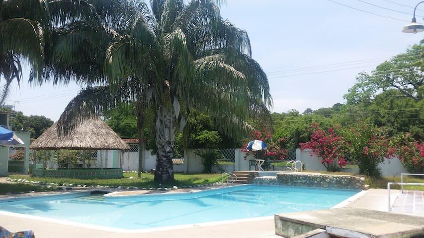Amplia Finca con piscinas - VILLA SARA en Tocaima
