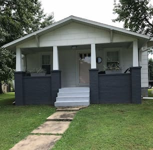Charming Bungalow in Southern Illinois!