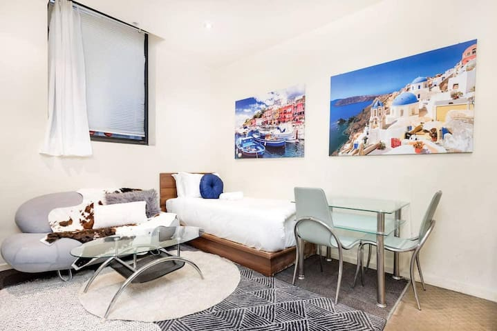 *SANITISED* Comfortable Studio Apartment Melbourne Central - Corporate Stays