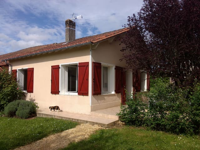 Petite maison en pleine campagne - Creyssensac-et-Pissot