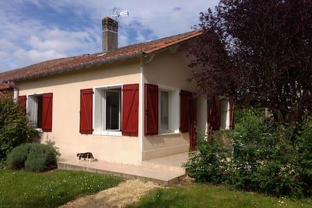 Petite maison en pleine campagne - Creyssensac-et-Pissot - Talo