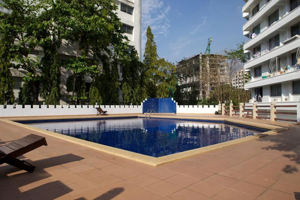 Quiet, sunny pool