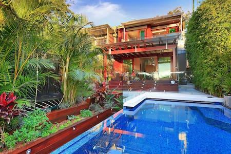 Large Modern Terrace with Harbour Views in Balmain - Balmain - Casa