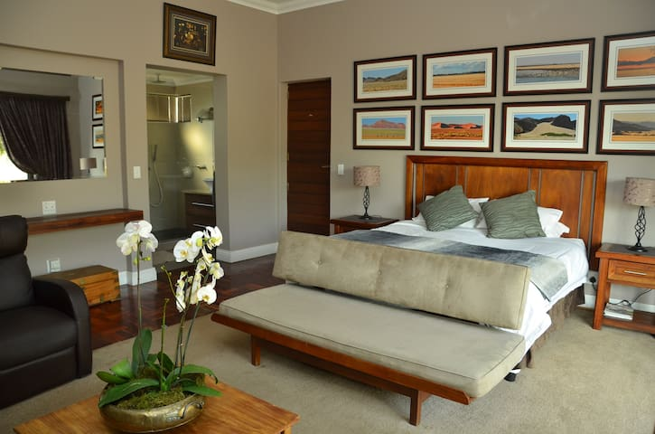 Stylish Roodeplaat dam and bushveld accomodation. - Roodeplaat - House
