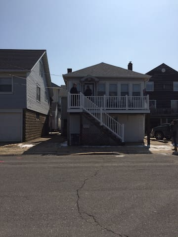 Room for the entire family!!  3 houses from beach! - Seaside Heights - House