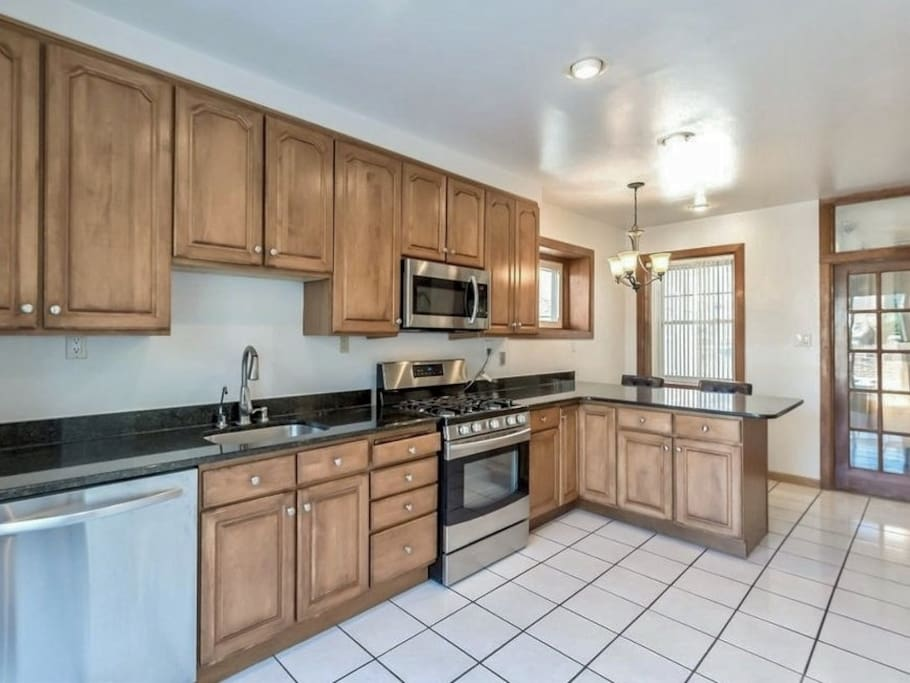 Well-appointed kitchen with breakfast nook