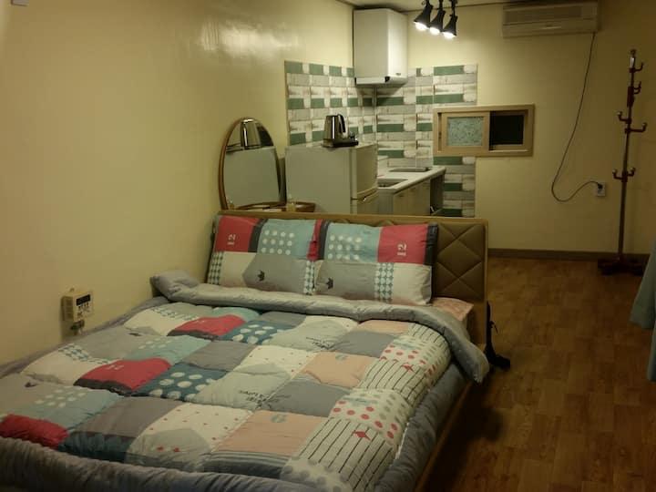 침대룸2, 속초해변과 도보 1분 조용한 바닷가 마을 커플 객실