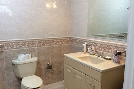 Habitación con baño en fraccionamiento cerrado - House