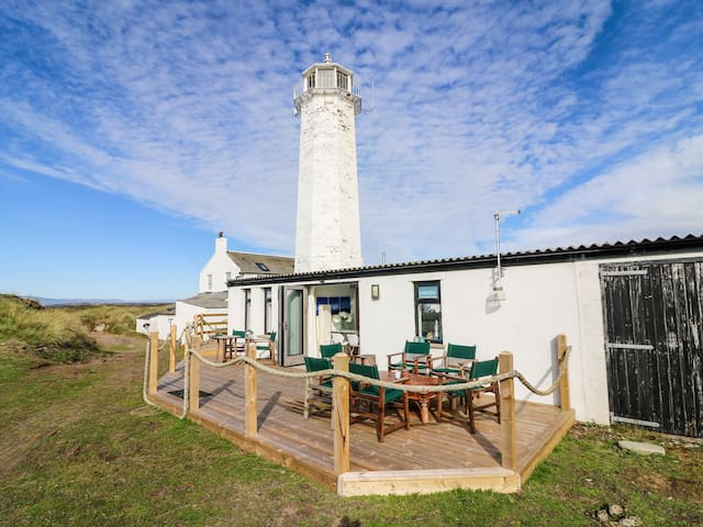 THE HIDE, with a garden in Walney Island, Ref 968879