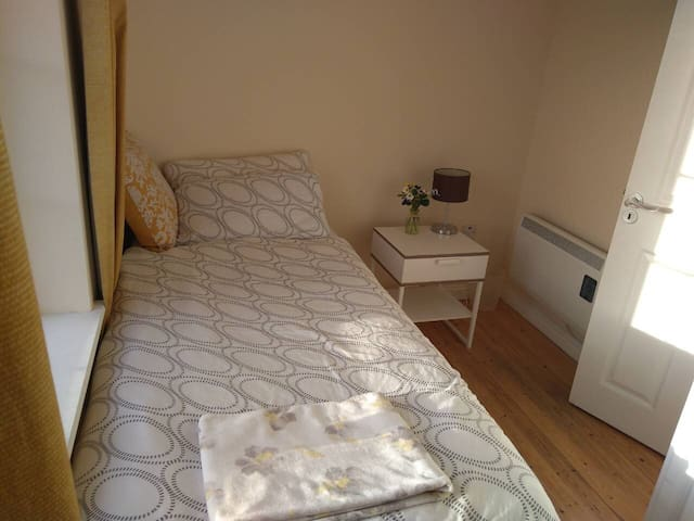 Single bedroom next to GMIT university in Galway
