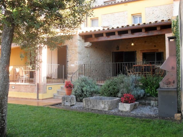 Costabravapartment .Cal Ros+pool. Beaches 15kms.
