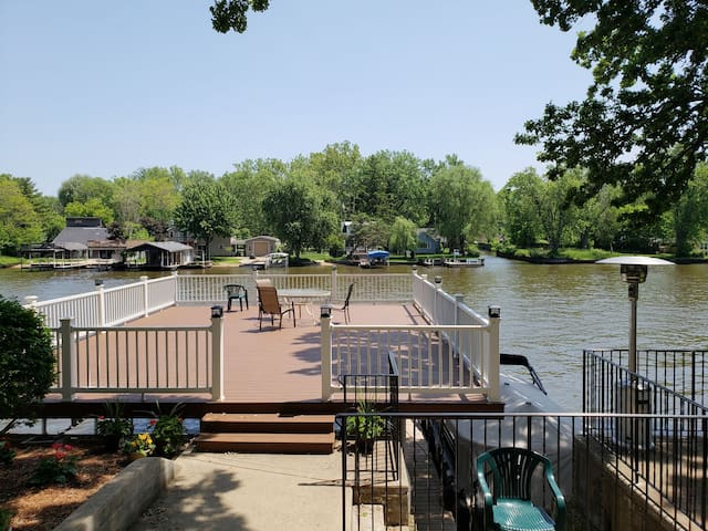 Cary Lake house on the Fox River!