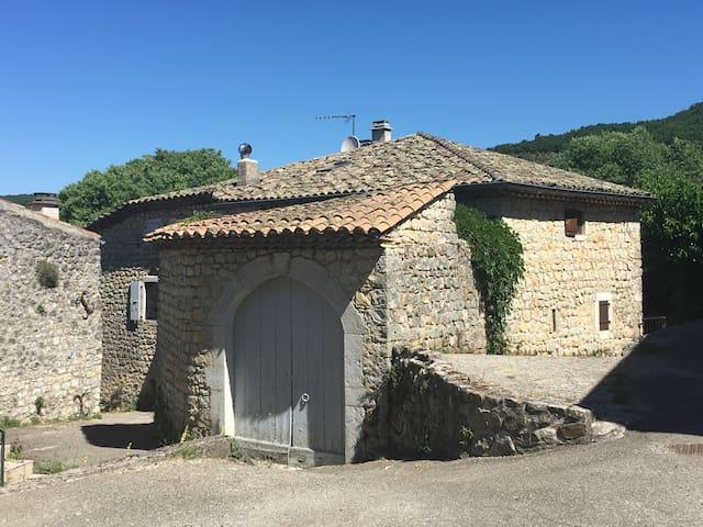 Vieille Maison de Campagne - Villeneuve-de-Berg - Huis