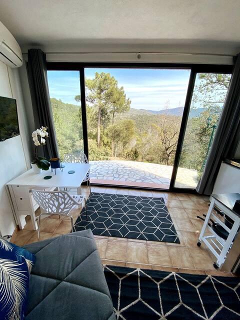 Studio paisible avec vue panoramique sur l'Estérel