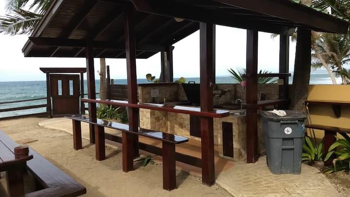 "BEACHFRONT ""B""  Surf Sandy Beach & 6 steps/Beach"