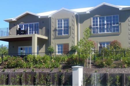 Taupo Chateau - Apartament