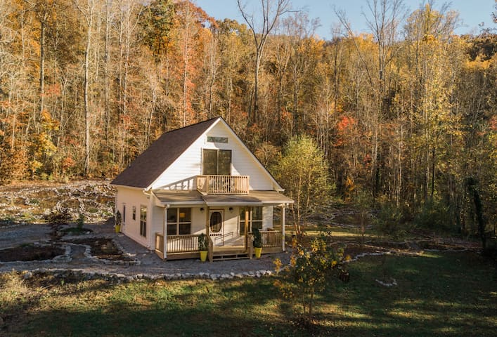THE WHITE CABIN: in the woods, close to downtown.