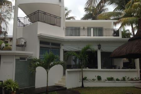 Luxury beach front villa - Blue Bay - Villa