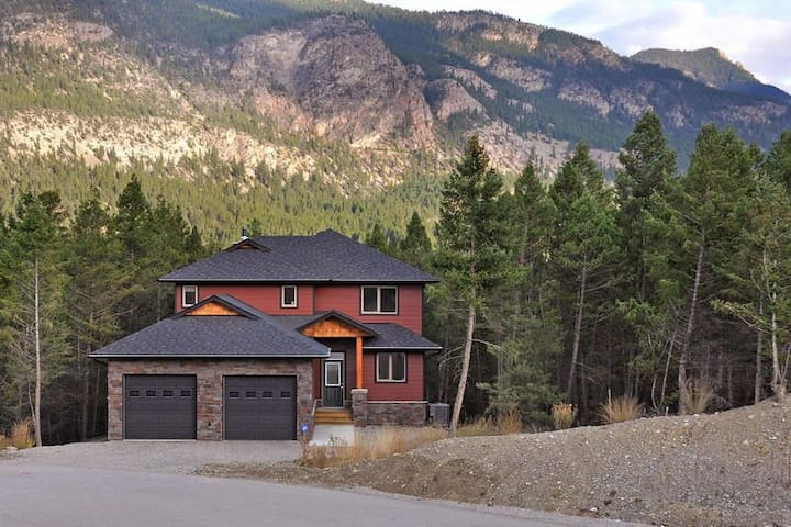 Luxury in the Mountains - Invermere - Huis