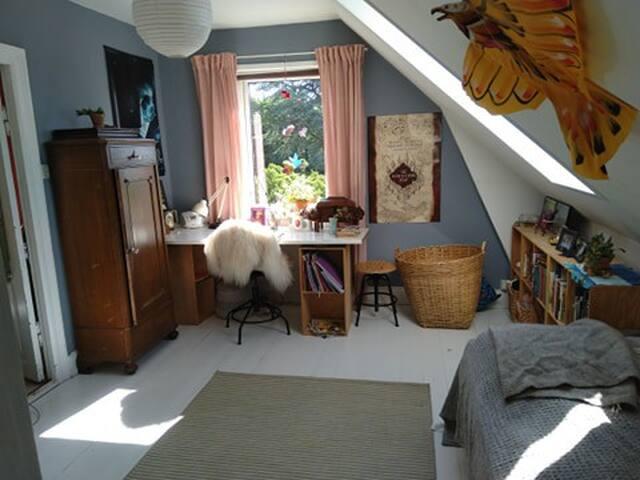 Bedroom upstairs, doublebed (160 cm)