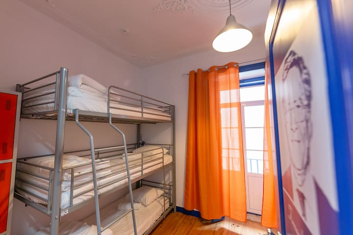 HYH Parede - Shared Room (6 pax) Nobre