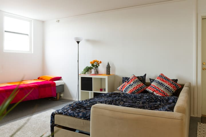 Affordable Couch for young traveler - Malmö - Wohnung
