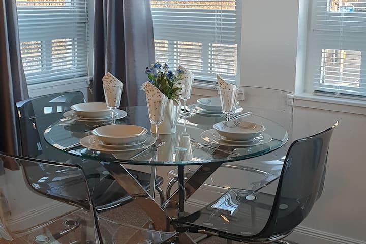 Bright dinning area with 4 windows