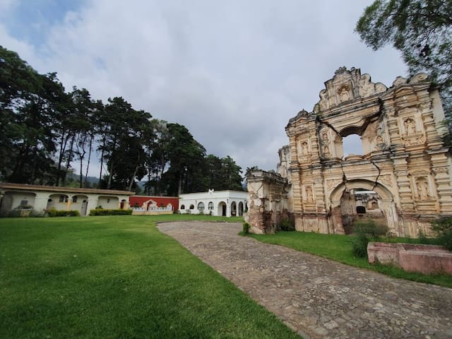 Amazing house in Alameda Santa Rosa (ruin inside)