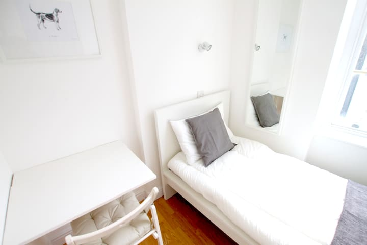 Enjoyable and cosy single bedroom in Tottenham Street by Allô Housing